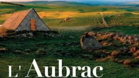 maison forêt d'Aubrac , au coeur de la nature