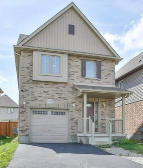 Entire 3 Bedroom Detached Home close to Highways