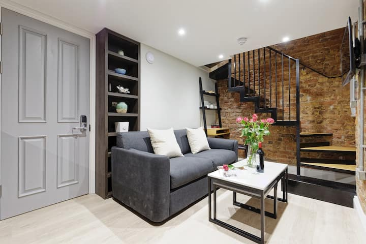 NEW! Homely duplex apartment in South Kensigton