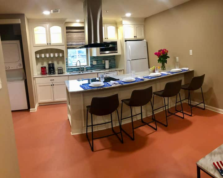 Monthly furnished Apartment in Downtown LR!
