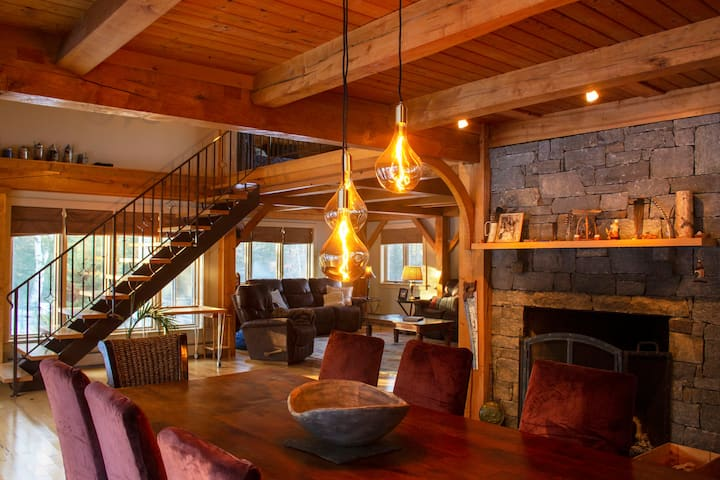 Upscale Okemo/Killington Retreat with Hot Tub