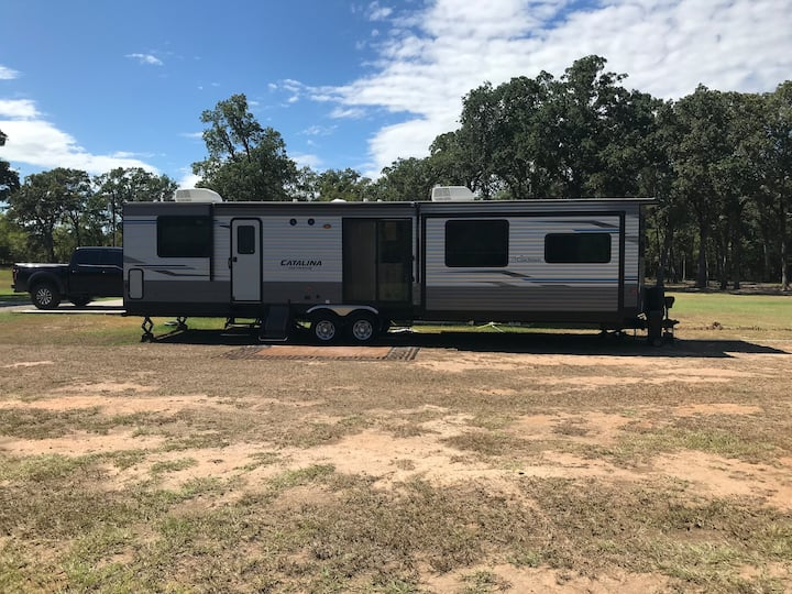 39' Destination Camper 2 miles from Trade Days!