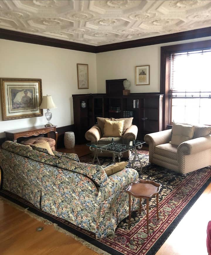 Beautiful and historic apartment in East Ave Home