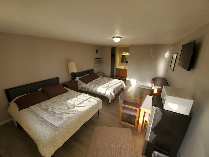 One Room -2 QueenBeds - private full bath