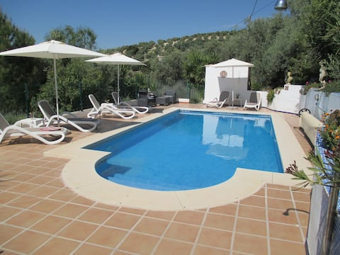 Tranquil 2 Bedroom Cottage with private pool