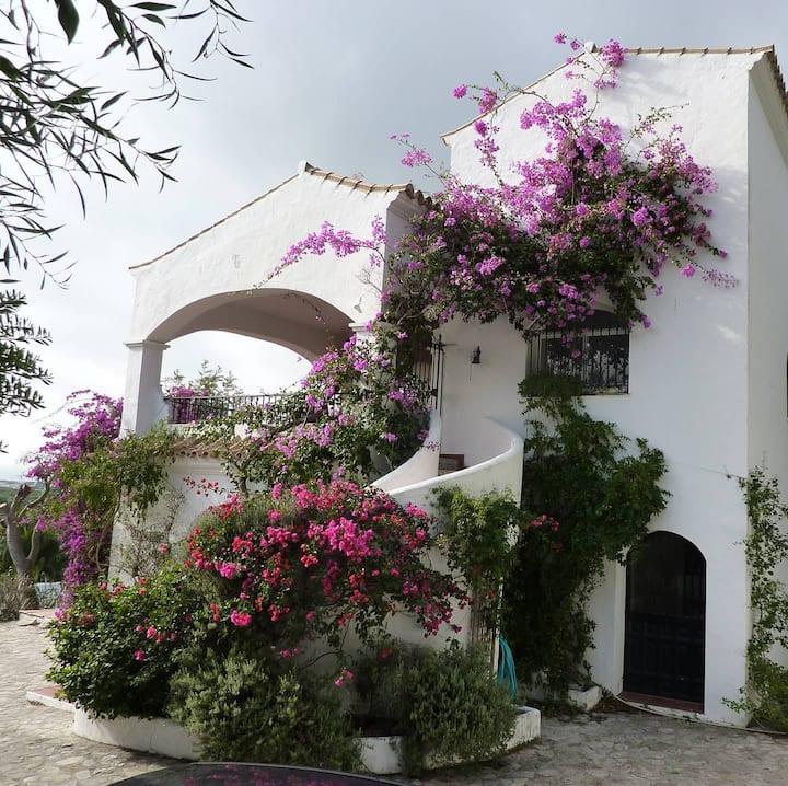 Beautiful Villa in Breñas Park, Pool, View, Bikes