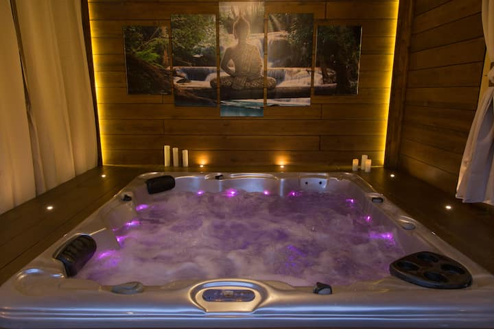 Luna Home (Jacuzzi-Love-Relax)