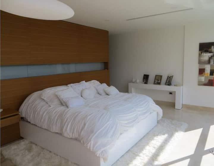 簡約現代的星海兩臥室公寓