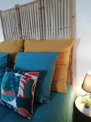 chambre individuelle avec un lit 1.40mx1.90m