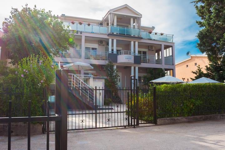 Apartments Meti!