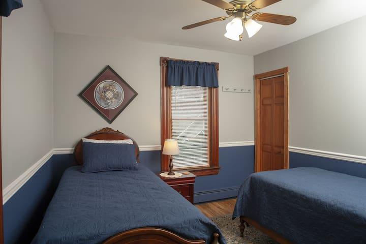 Twin beds, 2nd floor