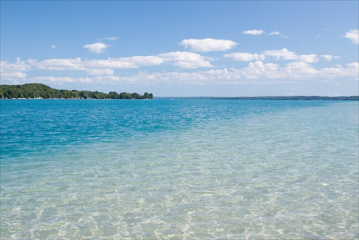 Torch Lake Cottage Close to Sand Bar & Torch River