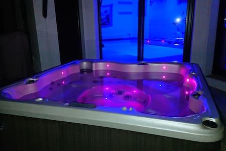 Chambre privée avec accès piscine & spa privatifs