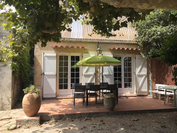 Charming old house 20 seconds away from the beach
