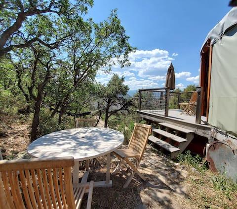 Off the grid Eco Yurt an der Seite eines Berges