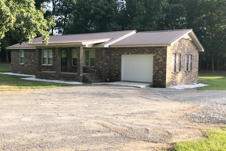 Entire home minutes from Guntersville Lake!