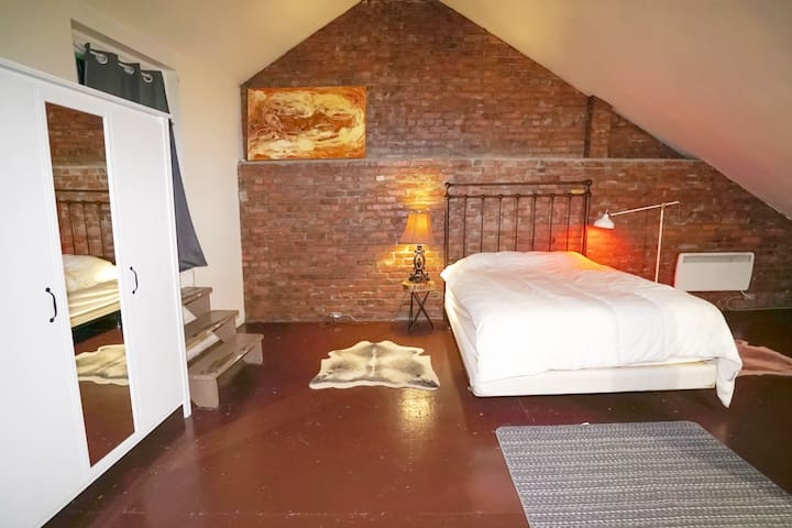 Classic Loft In The Heart Of Old Montreal