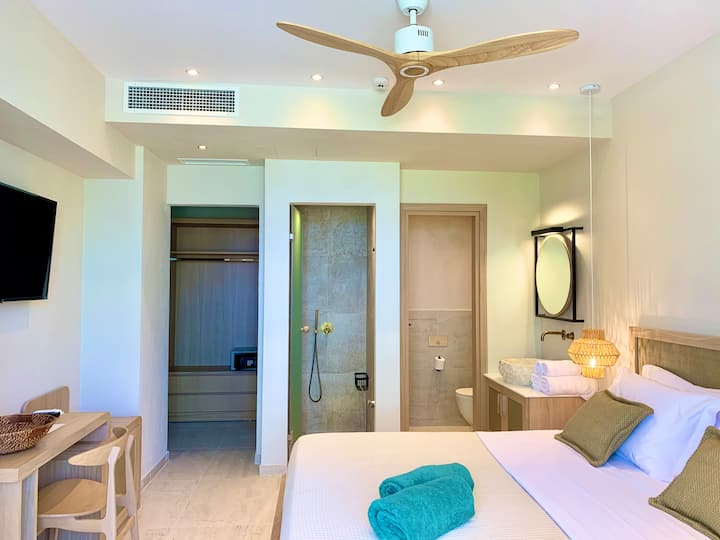 Budget Double Room | MAKO Sea & Suites
