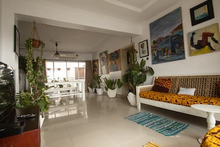 Arts, plants Bohemian apartment in Ikoyi