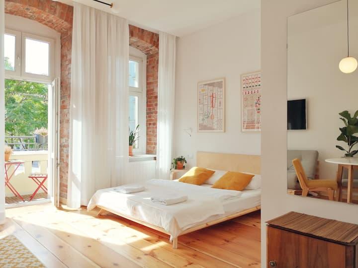 Sunny Apartment with balcony