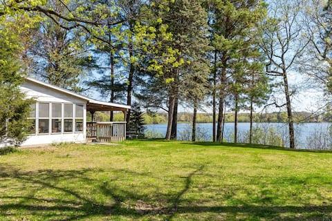 Vintage / Retro Lakefront Cabin