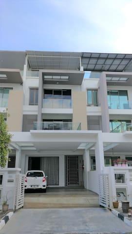 Visiting Penang homestay R5