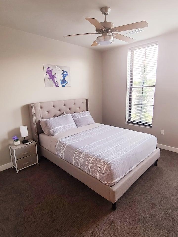 Immaculate Luxury Suite 121- Queen