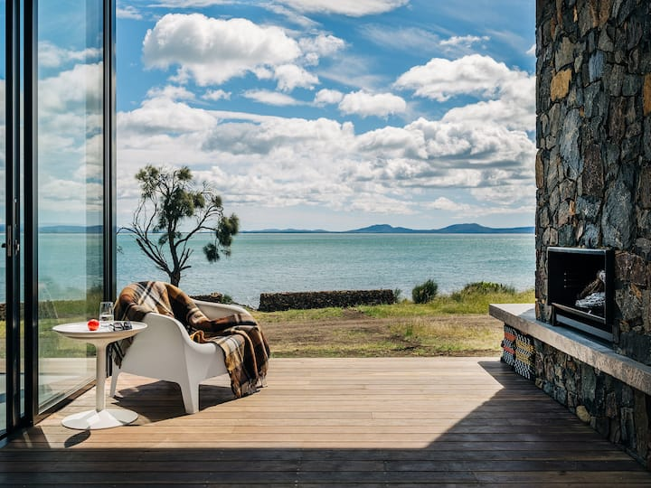 *NEW* Eton Beach House with uninterrupted views