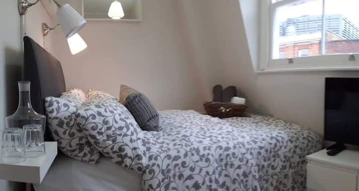 OCS4.1-NEW Accommodation In Central Soho In London