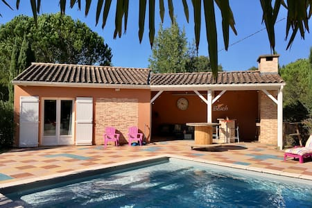 Pool house cosy avec piscine