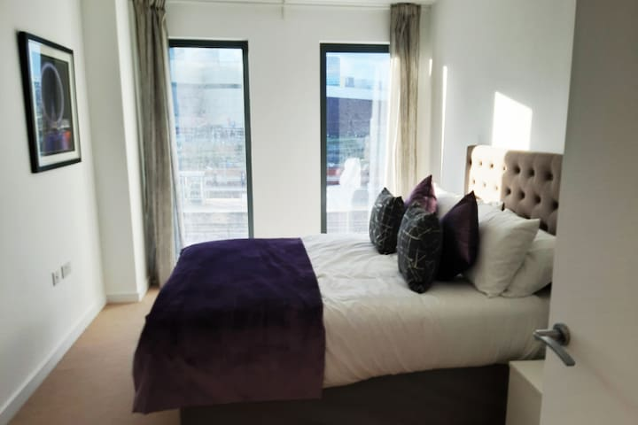 Modern & spacious living close to Central London