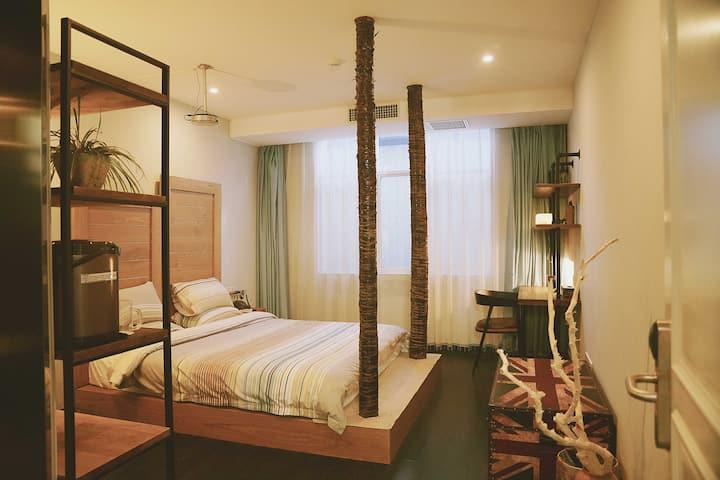 工业艺术酒店双床房带投影中央空调位置绝佳