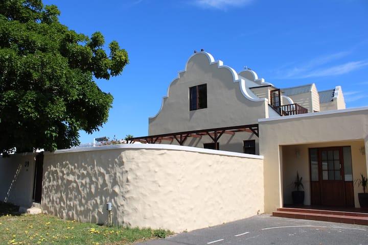 Classic Cape Dutch Studio Apartment