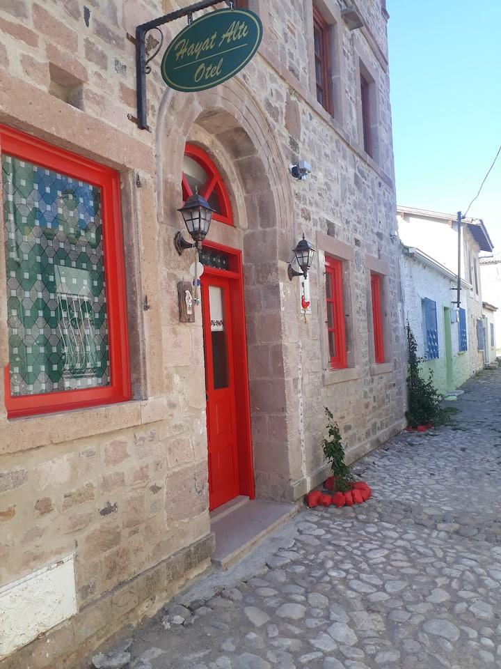 Hayat Altı Otel Küçükköy