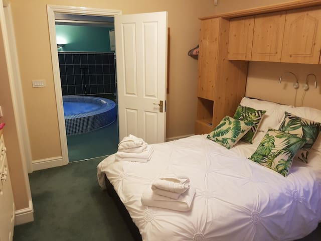Tranquil Kent Room with Excellent Nearby Sights