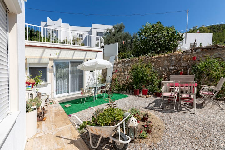 1+1 Cozy House with Spacious Garden | Bodrum
