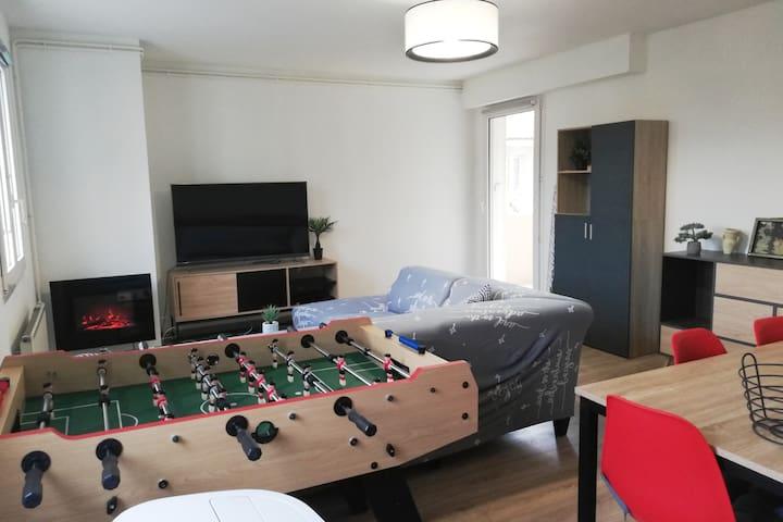 Agen, 2 chambres, 70m²+terrasse, parking, babyfoot