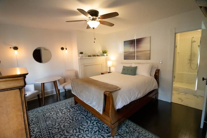 Cortland Suite @ the Newly Renovated Apple B&B
