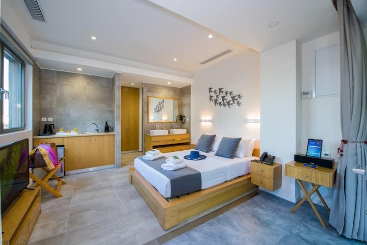 Lilium Luxury Suites - Standard Double Garden View