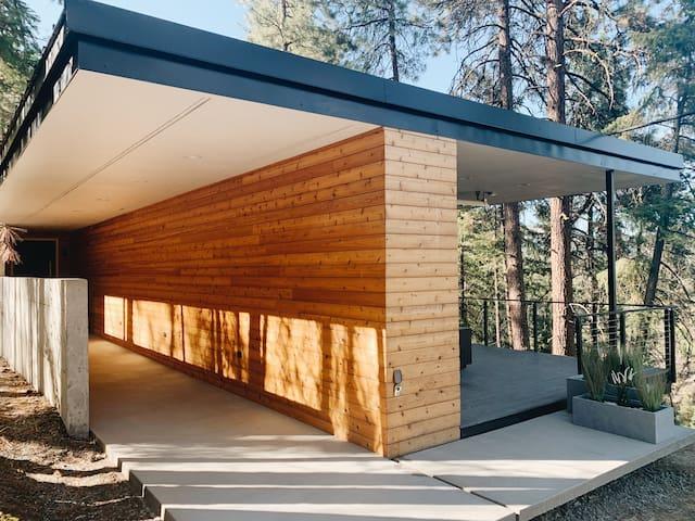 The Overlook - Modern Leavenworth Cabin