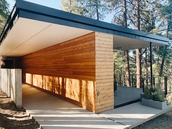 The Overlook - Modern Leavenworth Cabin