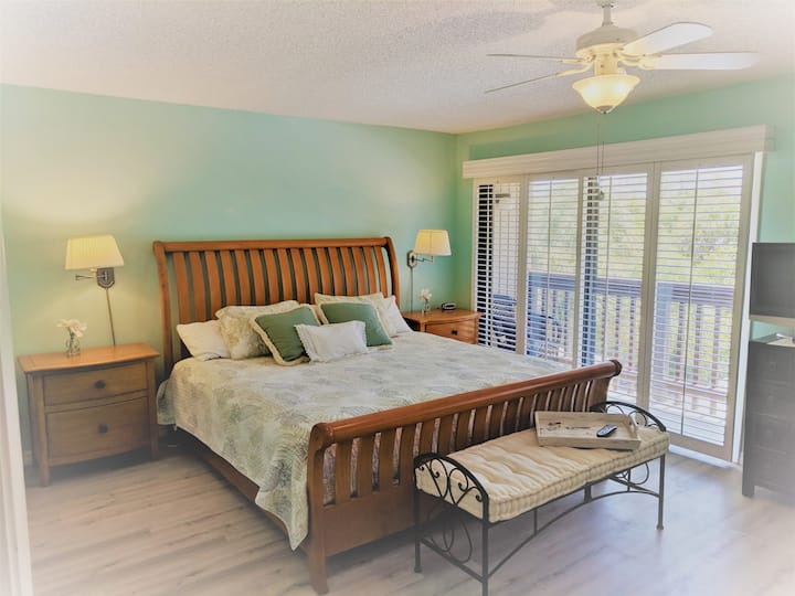 Hidden Gem Blind Pass Beach Penthouse, Multi-Level Upgraded, Perfect for Large Groups