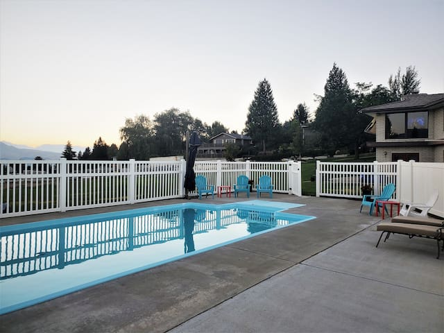 BEAUTIFUL Large Family Home w/ POOL & PLAYGROUND!