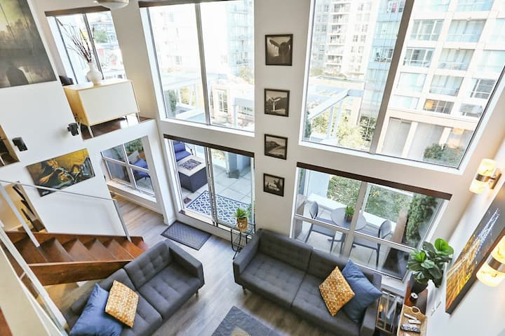 800SFLoft 2 bed Private patio,fire table,BBQ
