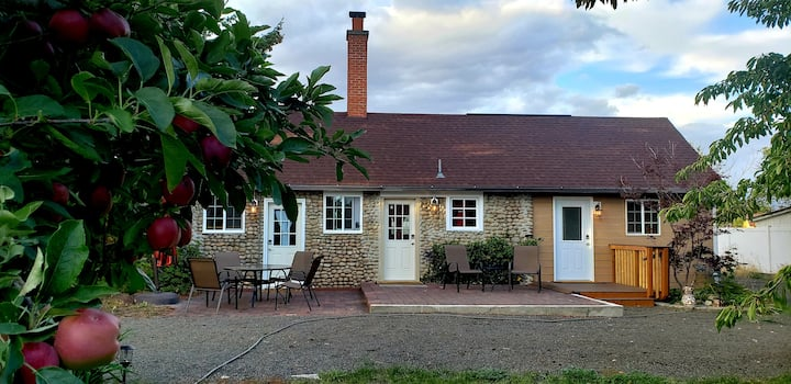 Idyllic Orchard Cottage-Pool, Outdoor Fire, Golf