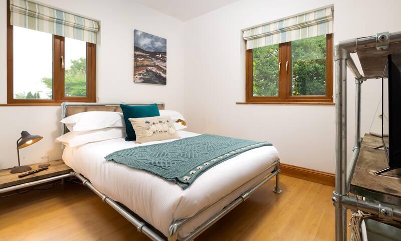 Bedroom 3 with double bed & en-suite