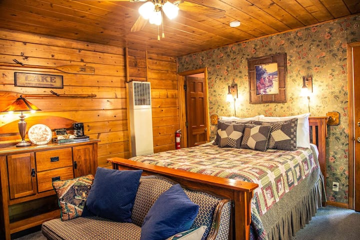 Gold Rush - Eagle's Nest Rustic Cabin