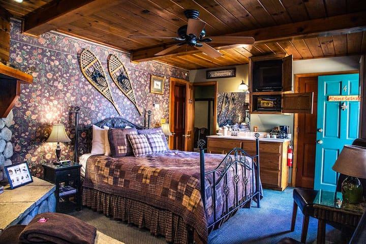 Alpine Getaway - Eagle's Nest Rustic Cabin