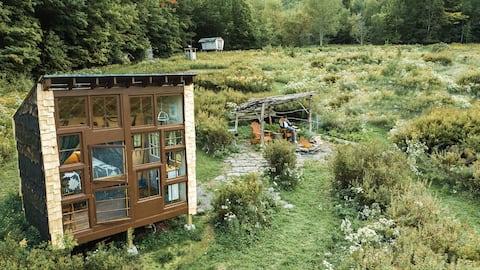 The Catskills'teki Off - Grid Artisan Tiny House