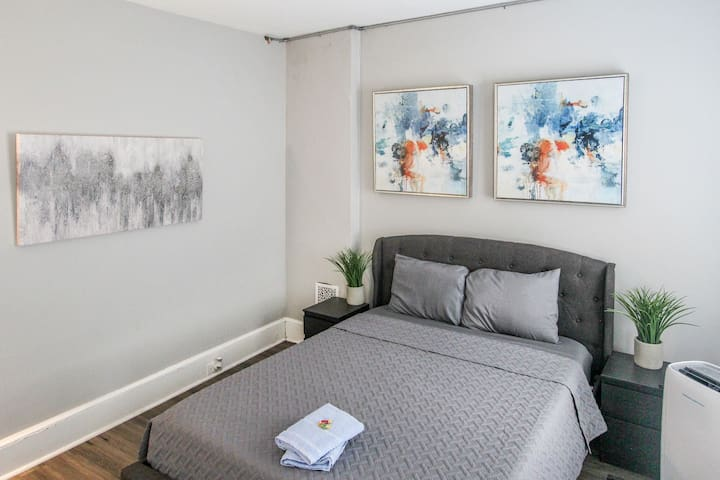☆☆Modern Private Room 6 - Downtown Reading!! ☆☆